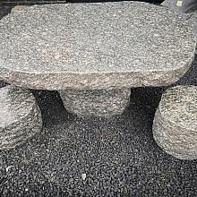 Fintstone tafel en krukken